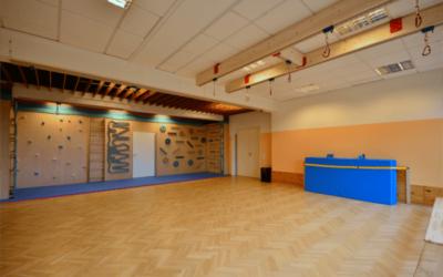 Bewegungsraum mit Kletterwand – Evangelische Kita in Remscheid